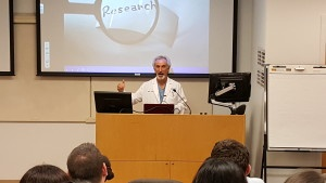 Dr Nathan Nachlas Speaks to Pre-Med Students at FAU about Total Nose Approach